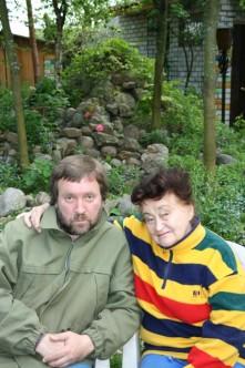 С тещей Еленой Васильевной на даче, 2009