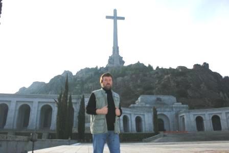 Февраль, 2011, у могилы Франко близ Мадрида