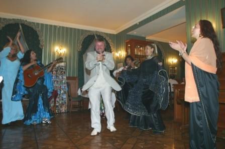 На праздновании 50-летия в ресторане «Петров-Водкинъ», 2004