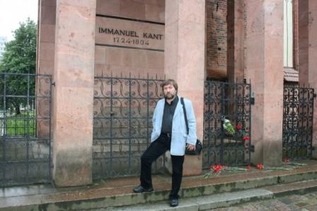 У могилы Канта, Калининград, 2009