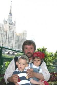Июнь, 2010, с внуками в зоопарке